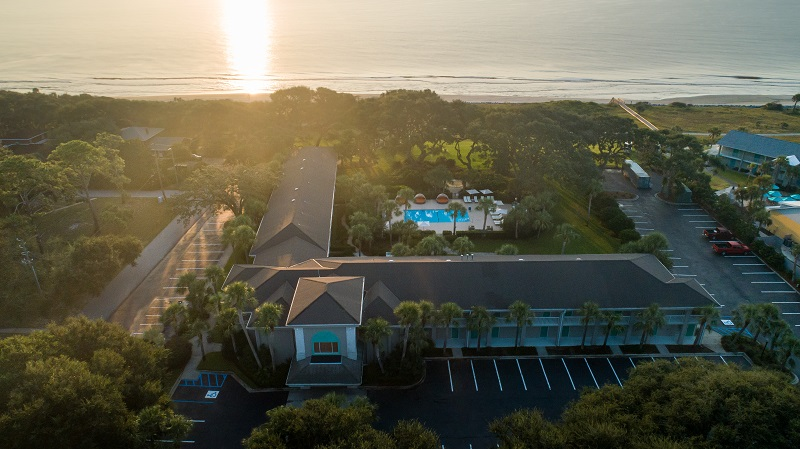 Now is the perfect time to make plans for your next vacation at the beautifully remodeled Beachview Club Hotel on Jekyll Island in Georgia. Where is Jekyll Island | What to do in Georgia | Atlantic Ocean Travel Tips | Things to do in Georgia #georgia #travel
