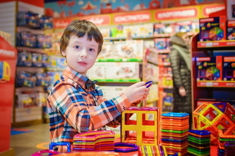 Target and Toys 'R' Us are partnering up to bring the iconic toy brand back to the United States just in time for the holiday shopping season. Toys r Us Online | Toys r Us Coming Back | Toys r Us Locations | Toys r Us Closing | Toys r Us Reopening